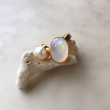Rainbow moonstone &pearl ring