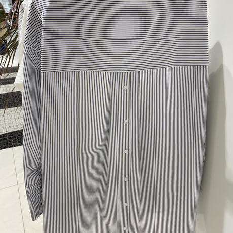バックボタンノーカラーロングシャツ