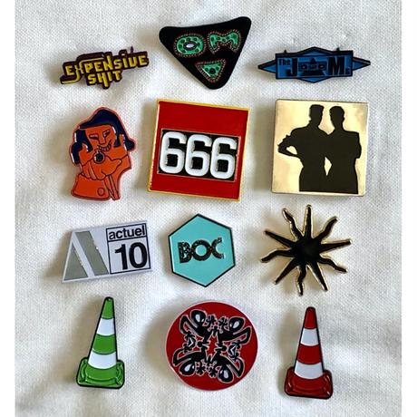 "【KHONKA KLUB / from CANADA】""Expensive Shit"" pin badge (kk-b-46)"