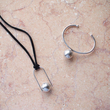 bola bangle  (silver)