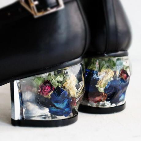 マーメイドの願い Black × 色とりどりのバラの花束