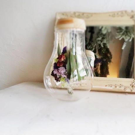 fleur message「星とお名前のイメージから束ねた花束」ガラス瓶の光る植物標本(直径13.5cm×高さ21.0㎝[口径直径8.0cm])
