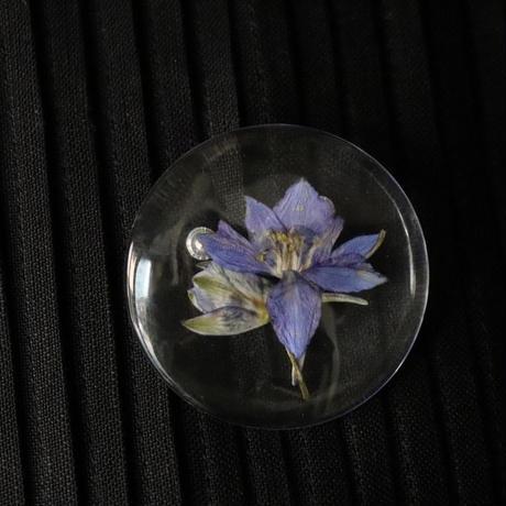 花たちのブローチ