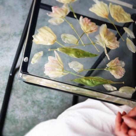 お花のサイドテーブル チューリップ