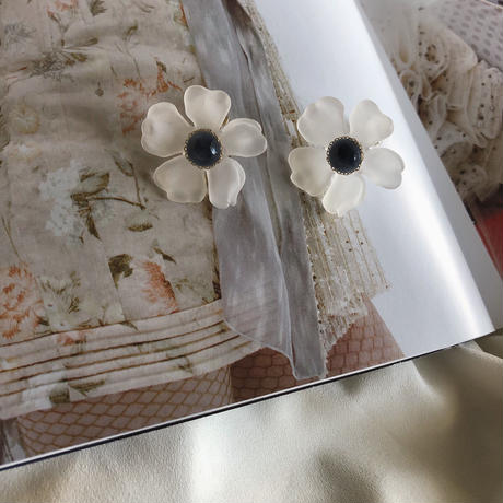"""vintage parts accessory "" white  flower  / navy"
