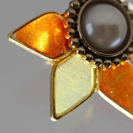 ビジューボタンと花びら*美濃和紙のイヤリング/ピアス*橙×黄色