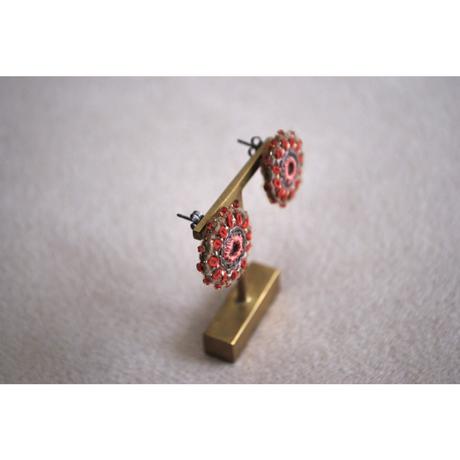 ミラー刺繍とガラスビーズの丸ピアス・イヤリング red