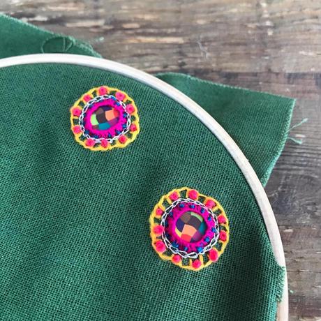 刺繍のカラフル丸ピアス  ・イヤリング  +チェーンタッセル