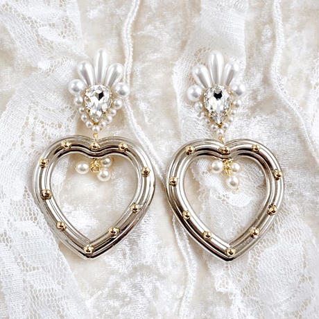 queen heart earring