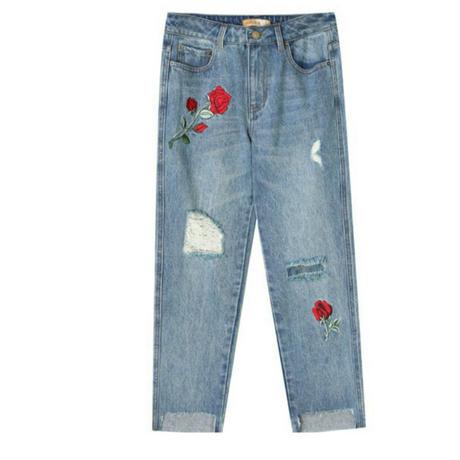 薔薇モチーフ刺繍ダメージデニムカットオフジーンズ