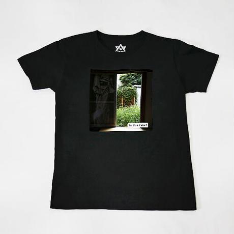 【C yana】Tシャツ「Is it a fake?  窓」(期間限定)IC-T06-01-08