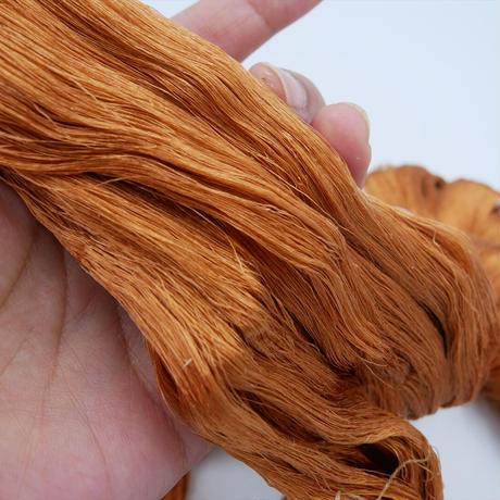 西陣織で使われている絹糸 綛糸(かせいと)21中4片 モカ