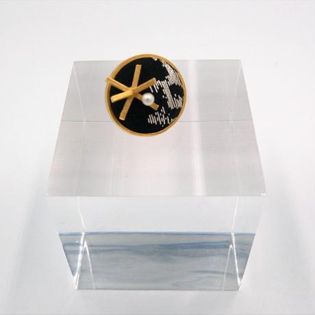 〈尊 MICOTO〉 ピンブローチ9 BIGBANG とげとげ紋様 黒地金