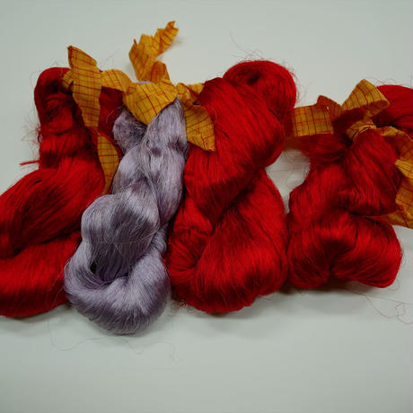 西陣織で使われている 経糸の残糸 赤臙脂、藤色、着払発送
