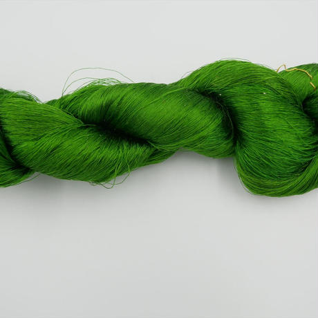 西陣織で使われている絹糸 綛糸(かせいと)21中4片 緑