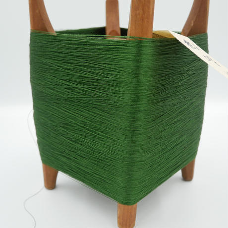 西陣織で使われている絹の撚糸 21中8本甘撚り  木枠付き no.6