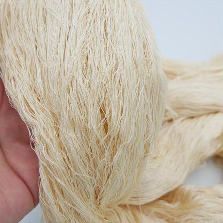 西陣織で使われている絹糸 綛糸(かせいと) 絹紡績糸 ベージュ