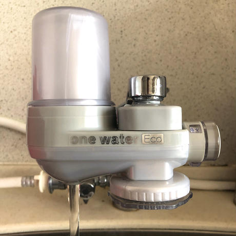 「素粒水」を作る浄水器☆「塩」と「水」の健康セット/お塩をプレゼント コスパ良し!ワンウオーターECO  取り付け簡単 コンパクトな浄水器☆ペットボトルに汲み置きして災害時の常備水にも