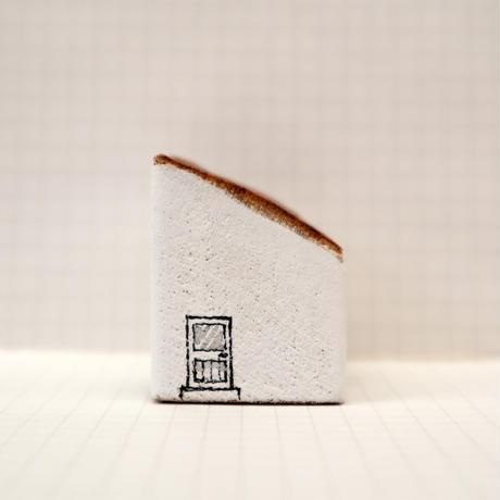 【奥田千珠】 白い家(S-121)