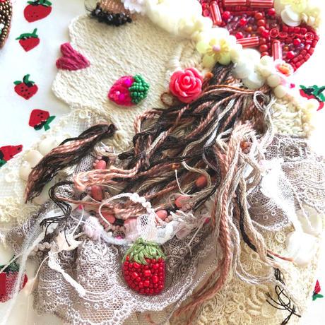 ビーズ 刺繍アート  J'aime beaucoup des fraises いちごが好き