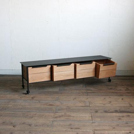 アイアンと木箱のローチェスト