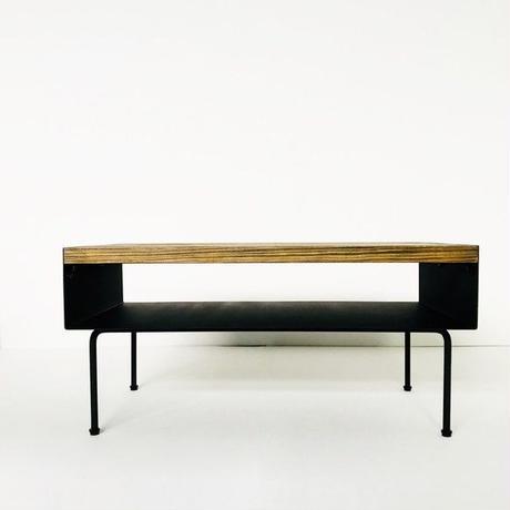 アイアンプレートと杉古材のセンターテーブル