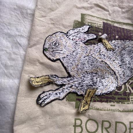 ウサギ貼り付けの刑 トートバッグ