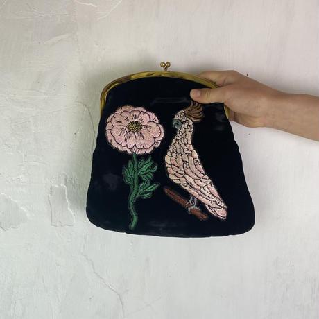 花とオウムのクラッチバッグ