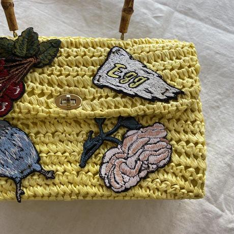 卵色のバッグ