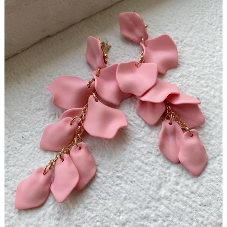 花びらピアス ベビーピンク