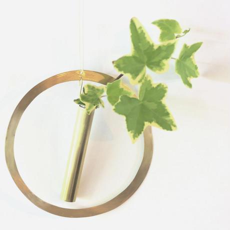 brassflowervase circle