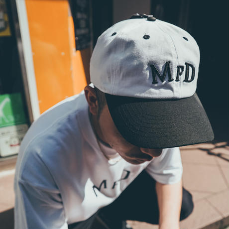 【BLK】short logo snap back cap