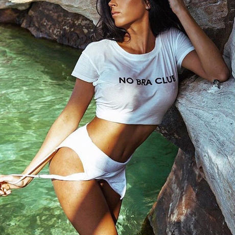 NO BRA CLUB Tシャツ