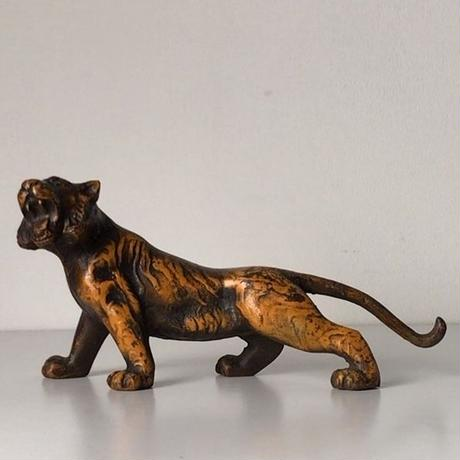 古い虎の像   鉄製  置物   アイアンオブジェ  ヴィンテージタイガー 動物