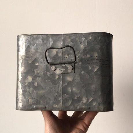 アンティーク ブリキ缶 小さめ道具箱  29cmの可愛いサイズ。蓋付き・持ち手付  ヴィンテージツールボックス 古道具 古い箱。