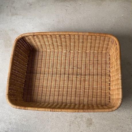 籐編み平籠 ラタンござ編み ランドリーバスケット 大きめ54cmの衣装かご トレーカゴ  ヤケ感の少ないナチュラルカラー