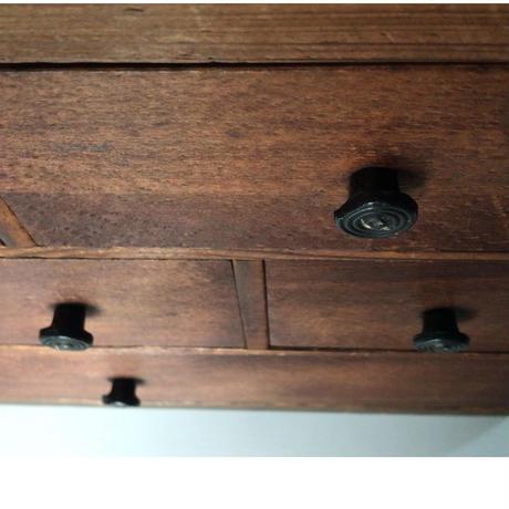 アンティーク 引出し裁縫箱   木製無垢材  6杯++蓋付収納1  昭和初期中期  樹脂つまみ ラメ入り ヴィンテージ裁縫箱  真鍮マイナスネジ 日本製