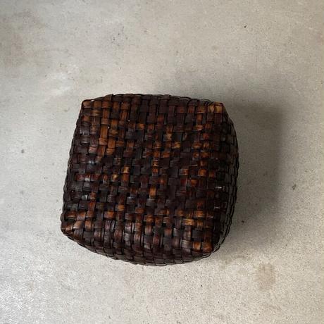 古い炭斗  天然素材 内張の無し 編みかご アンティーク花籠 エイジング最高 黒輝の古カゴ