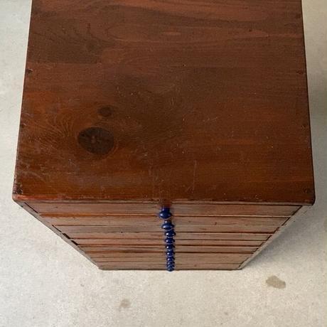 アンティーク 10杯 小引き出し チェスト ドロワー 収納引出し 花台 小物入れ 古い木製引出し 総無垢材 樹脂プラ摘み ネイビー  古家具 メンテ済