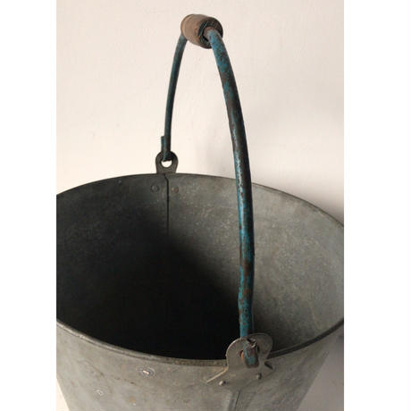 ヴィンテージ  ブリキ バケツ  大正 昭和  鉄製  Sマーク  持ち手が太いタイプ  青塗ハンドル  握り木製  60s  ガーデニング