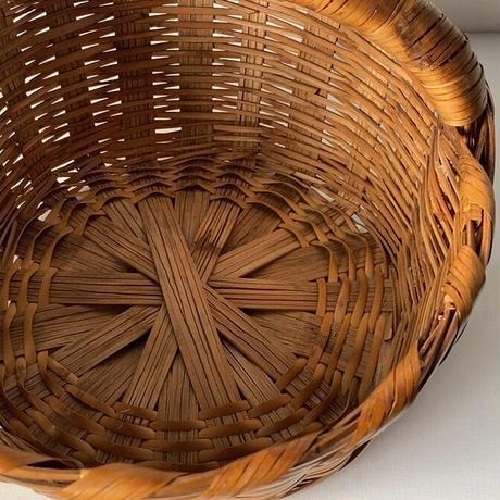 アンティーク ワンハンドルバスケット 低く太い持ち手が魅力の古い編みかご  頑丈な極太ゴザ目編み竹素材 エイジングお色目良好