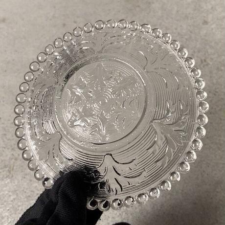アンティーク ガラス器 明治〜大正期 古手のプレスガラス 豆皿 レース装飾 輪紋 葉紋 無色 気泡  ゆらゆら硝子 小皿 完品