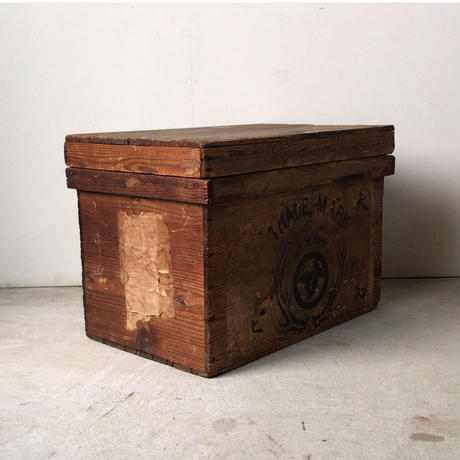 アンティーク木箱  古い茶箱  保存箱  鹿の角の図案が好グラフィック サイズ感良好