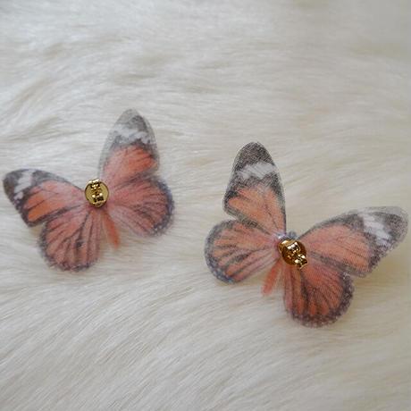 Sedmikrasky 小さな蝶ピアス オレンジ