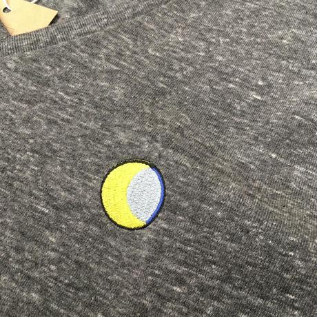 「月と6ペンス」Vネック刺繍Tシャツ