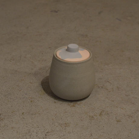 HELEN LEVI / Medium tinted stoneware jar with lid