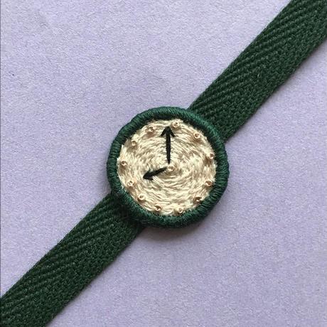 腕時計モチーフの刺繍ブレスレット