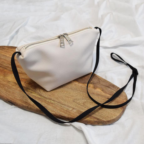 Boat Shape mini shoulder bag