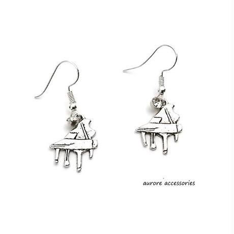 piano pierced earrings ピアノのピアス