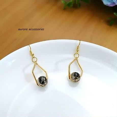 gold pierced earrings ブラック&ゴールドのピアス
